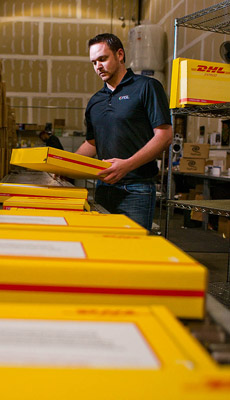 PGL-handling-DHL-Boxes